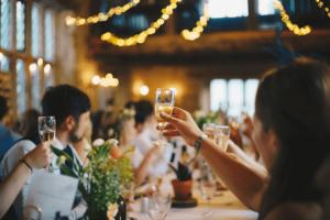 lever votre votre pour cette soirée de mariage