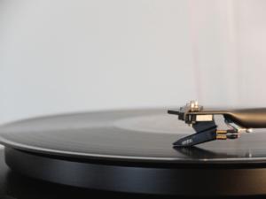 magnifique platine vinyle pour dj mariage